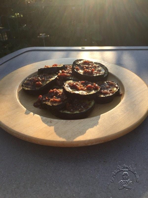 Gegrillte Auberginen mit einer Tomaten-Vinaigrette