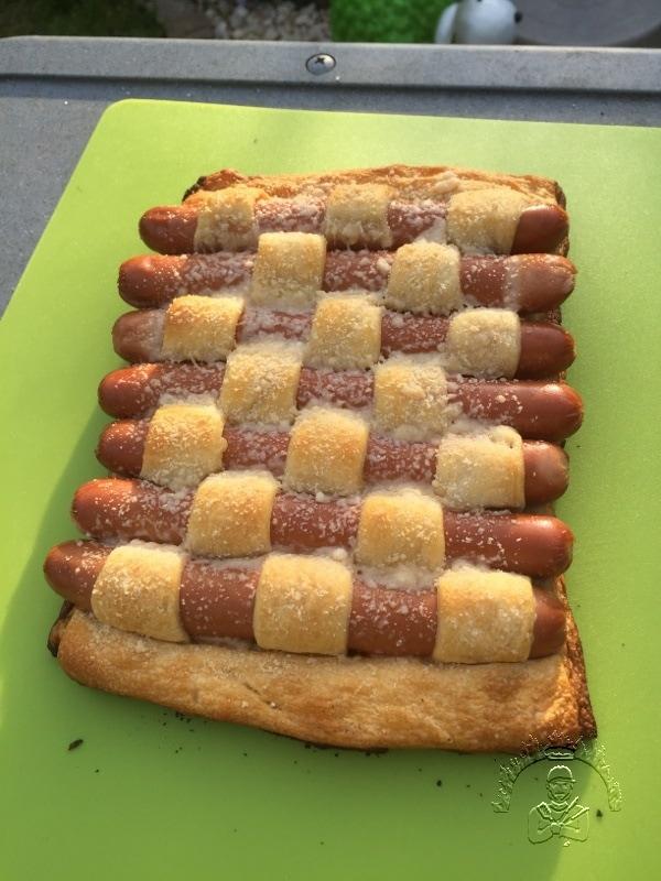 Überbackener Hot Dog Teppich fertig gegrillt